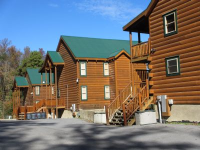 Mtn Top Estate 19Br/Sleeps 78 in 3 Cabins