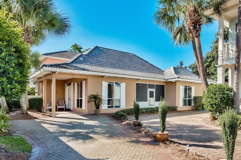Beach Dreams Vacation Cottage in Emerald Shores!