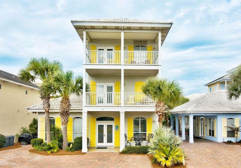 this single family home vacation rental features 4 bedrooms 35 bathrooms located beach block and accomodates 1 16 occupants