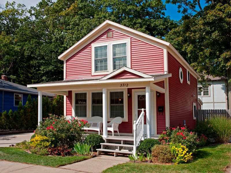 Charming redbird cottage by lake michigan beach and for Muskegon cabin rentals