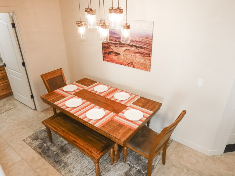 Dining Table | Seating for 6 To 8