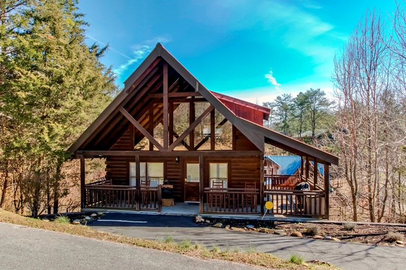 BEST 1 bedroom cabin in Pigeon Forge and just 1 mile from the Parkway