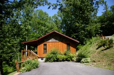 A new log cabin in the mountains for Linville falls cabin rentals