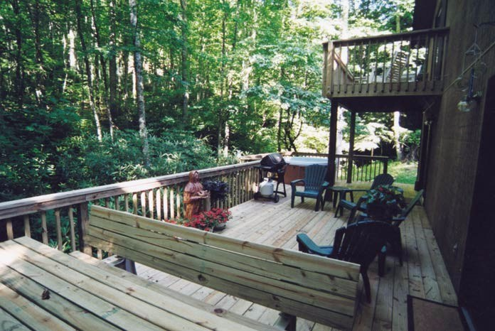 Open back deck-picnic table - hot tub