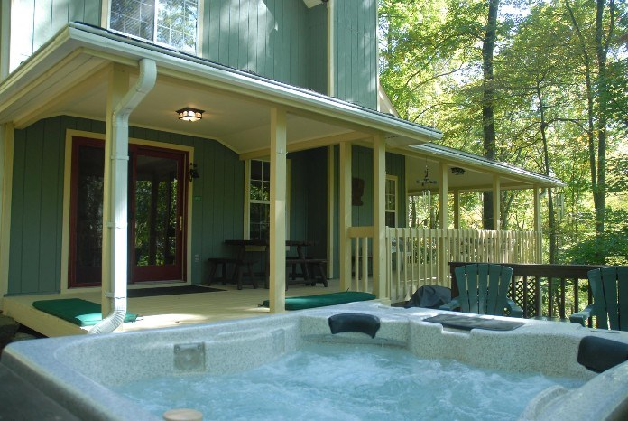Hot tub & L-shaped porch