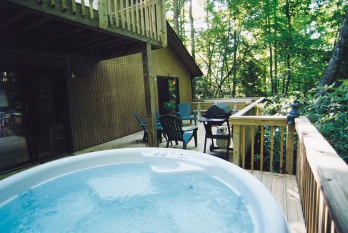 Hot tub - deck over the creek