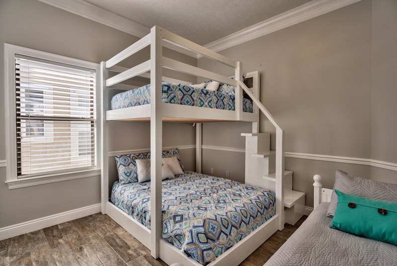 Bunk room sleeps 5