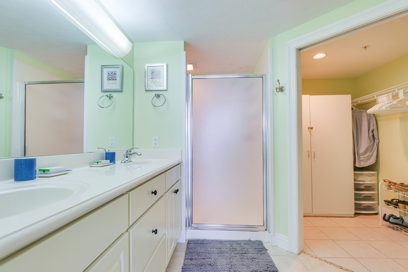 Master bath-walk in shower