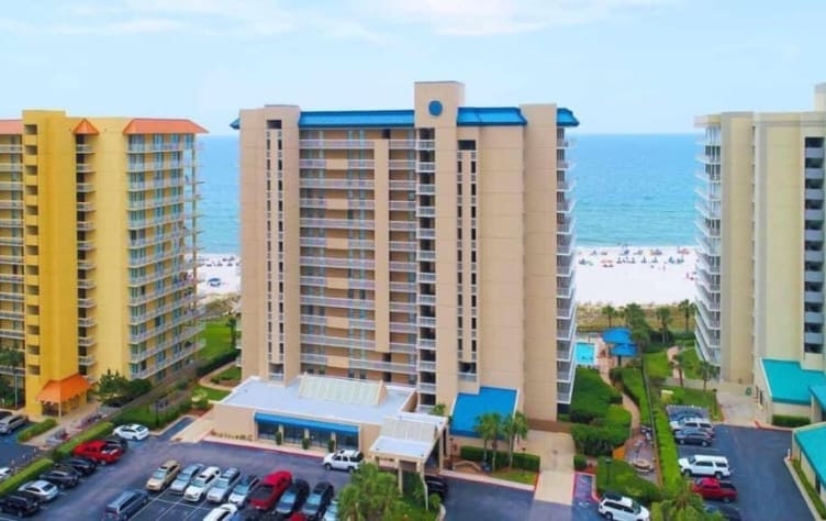 Well maintained Bluewater in the heart of Orange Beach!