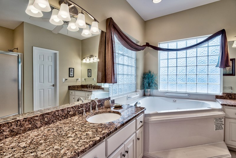 Master bath with dual sinks, large jetted tub and shower
