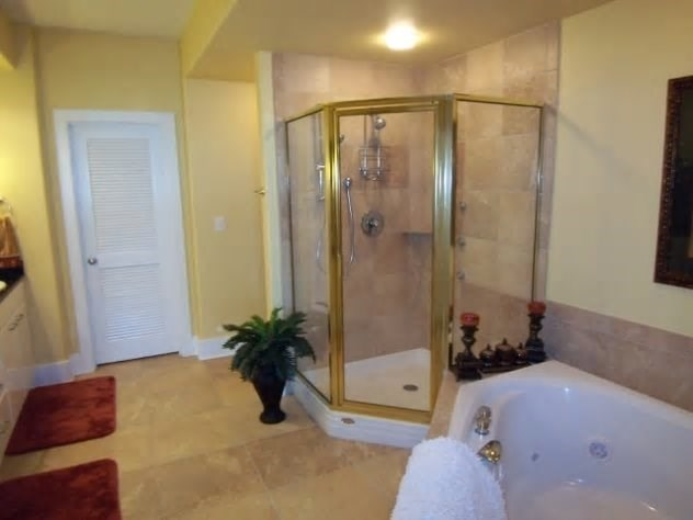 Master bedroom bath with jetted shower and jetted tub