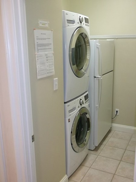 Laundry with 2nd refrigerator