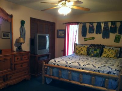 Main level King bdrm w/ TV