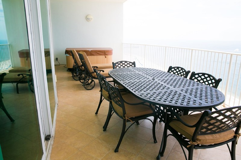 Balcony dining for 6, w/ 2 loungers.  The hot tub is the creme de resistance!