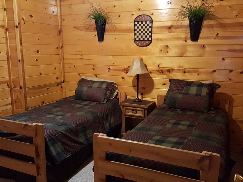 Lower Level 4 twin bunkbeds