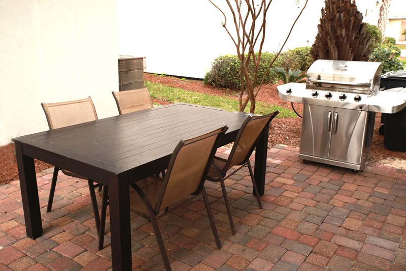 Gas grill & outdoor seating
