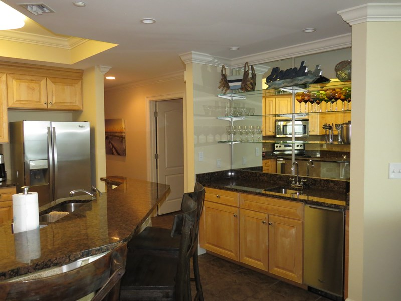 Wet bar and ice machine