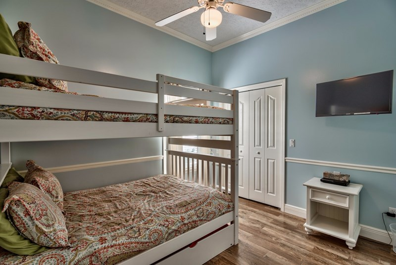 Bunk room, pull put trundle