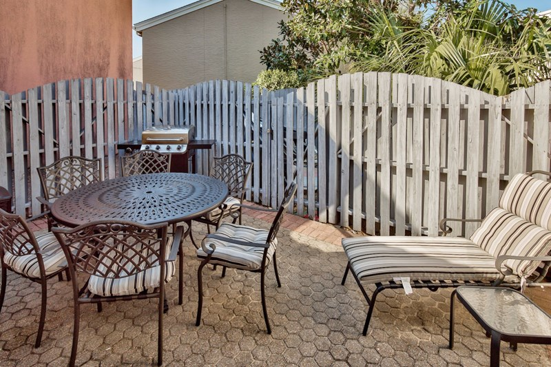 Private back courtyard with new table and gas grill!