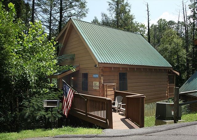 Cabins within walking distance to gatlinburg cabins for Elkhorn lodge cabin gatlinburg tn