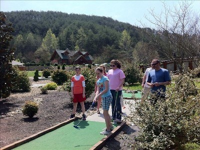 Free 9 hole mini golf on site!