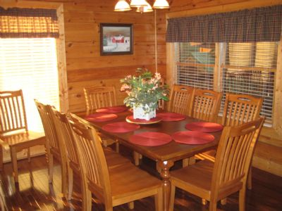 Large dining room - plenty of room for everyone to enjoy Thanksgiving dinner