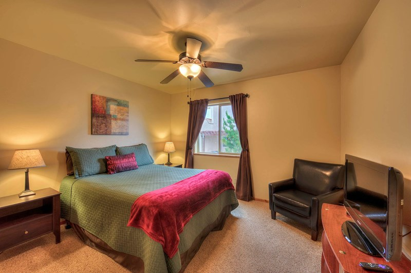 #2 Bedroom | Queen Size Bed