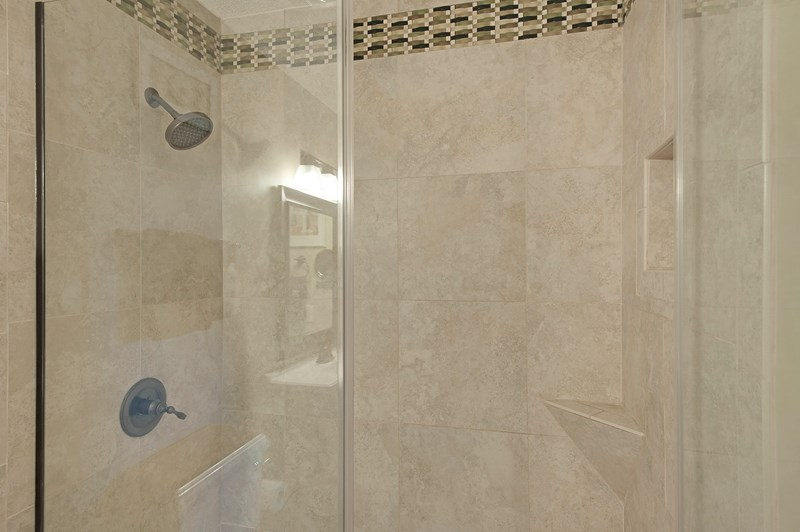 Large walk in shower in the bath room