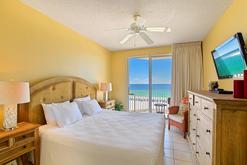Wake up to the sound of the waves and beautiful view from the master bedroom.