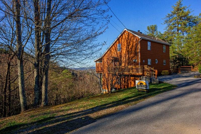 Our pet friendly gatlinburg cabin is a 4 bedroom cabin 12 for Little bear cabin in gatlinburg tn