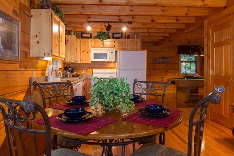 Mountain single family home gatlinburg tn vacation for Dining near gatlinburg tn