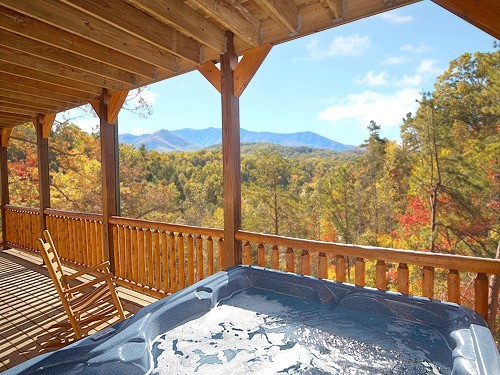 This cabins mountain setting is private and convenient to for Private cabin rentals in tennessee