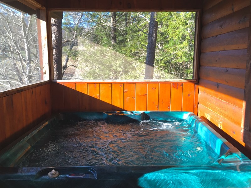 Romantic pigeon forge cabin fishing hot tub wifi pets ok for Pigeon forge fishing