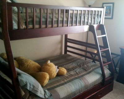 Full/Twin Bunk in second room. Sleeps 3.