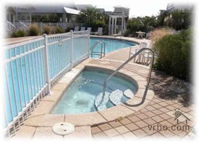 large community pool and hot tub