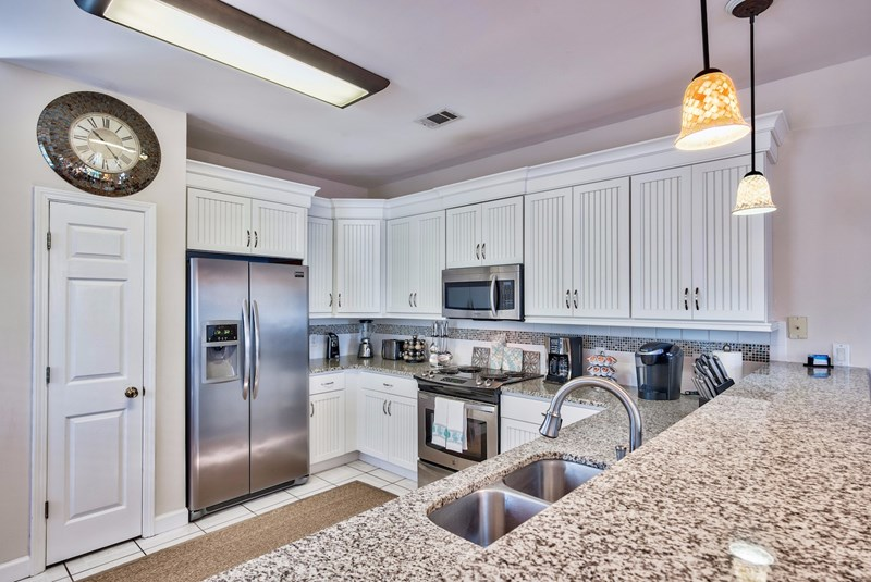 Designer kitchen with granite countertops and all stainless steel appliances!