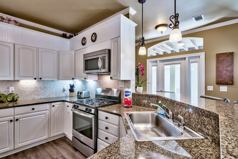 Gourmet Eat-in Kitchen, Granite Counters and Stainless Appliances