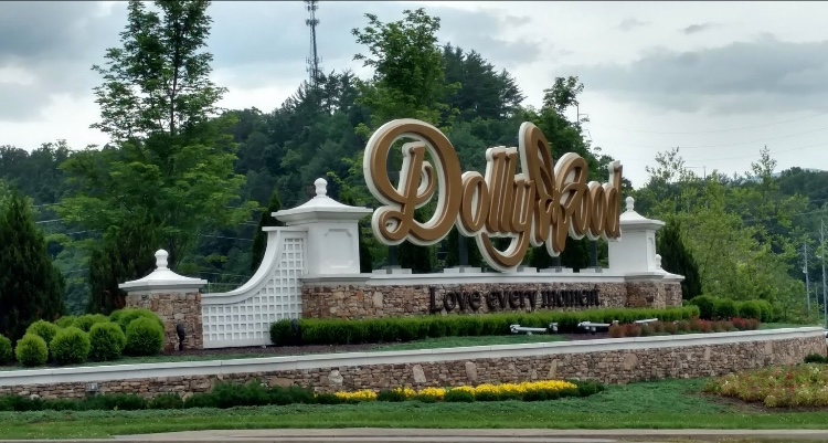 Dollywood Them Park is 10 miles from Bearway To Heaven